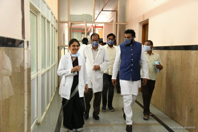 Health Minister B Sriramulu visit to govenmnet run covid hospital.