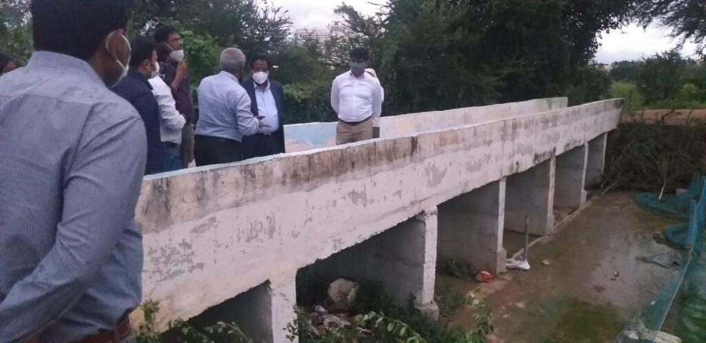 BBMP Commissioner N Manjunatha Prasad Inspected the Storm Water Drains at Manyata Tech Park and Jawaharlal Nehru centre for Advanced scientific research at Jakkur and gave specific directions to prevent overflowing and flooding on Friday evening.