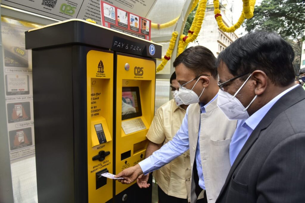 'Smart Parking' scheme kicks off on Cunningham Road 87 roads in CBD will be covered, annual revenue will be Rs 31.56 crore