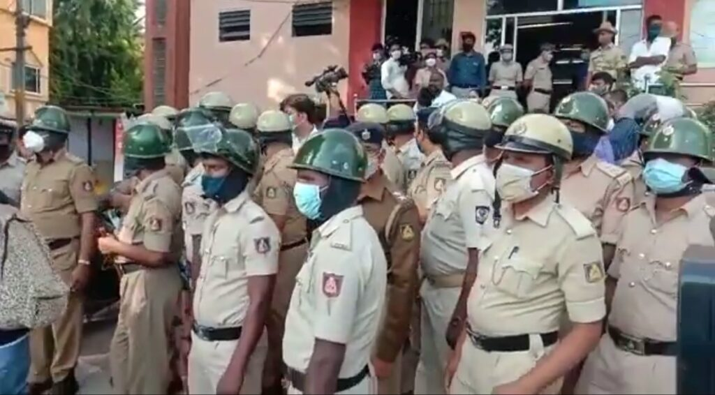 Police lathicharge Africans after alleged custodial death