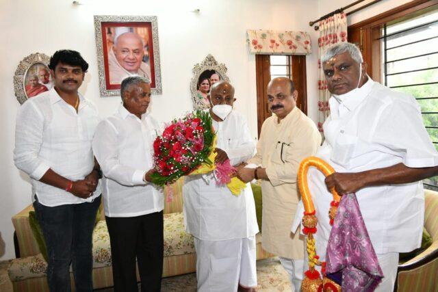 Karnataka CM Bommai calls on former PM Deve Gowda