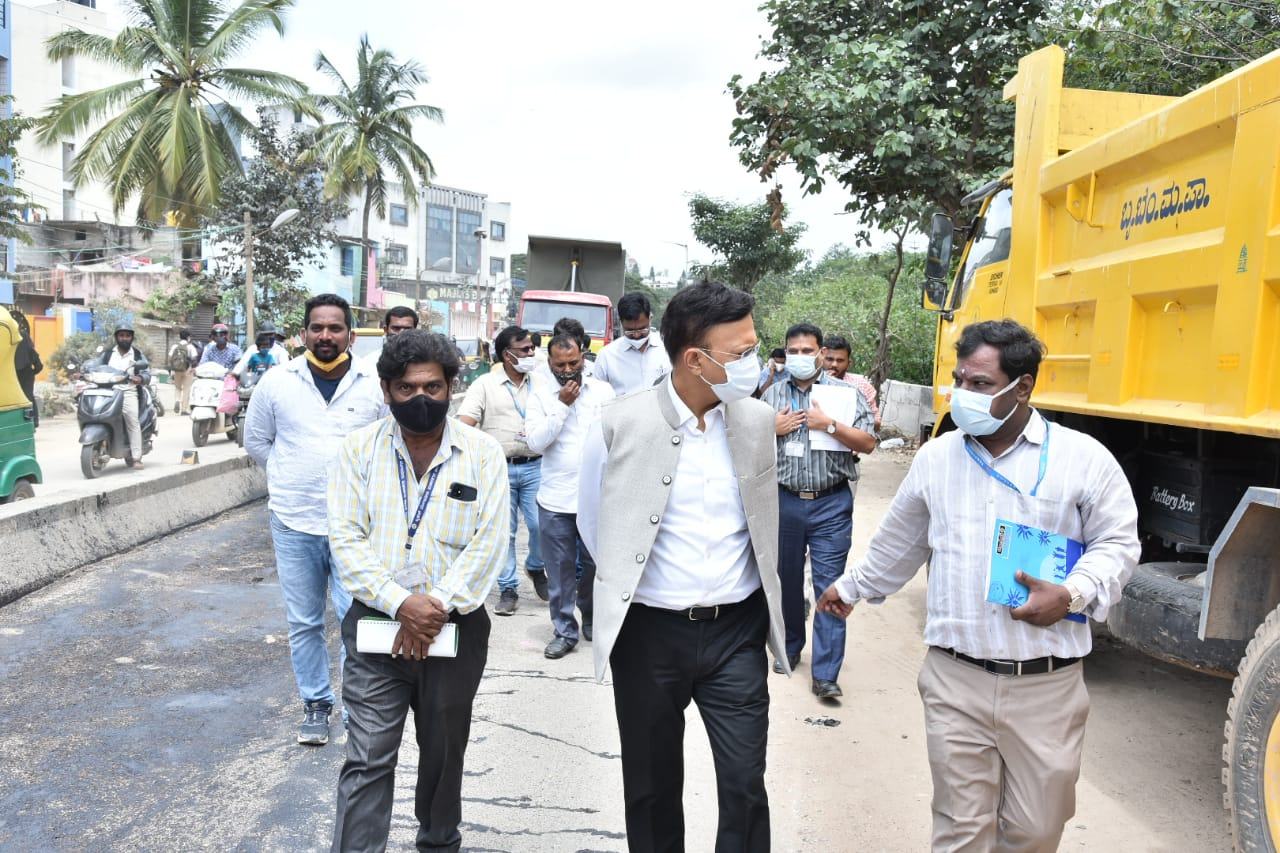 Gaurav Gupta orders pothole filling done speedily for the convenience of motorists and walkers